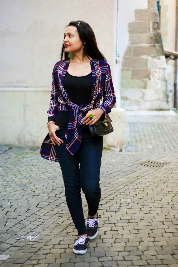 skinny black jeans/ plaid shirt