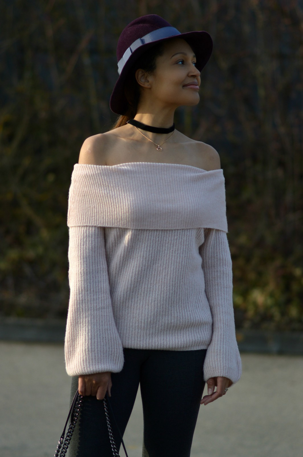 half moon horn velvet choker/ off the shoulder pink sweater