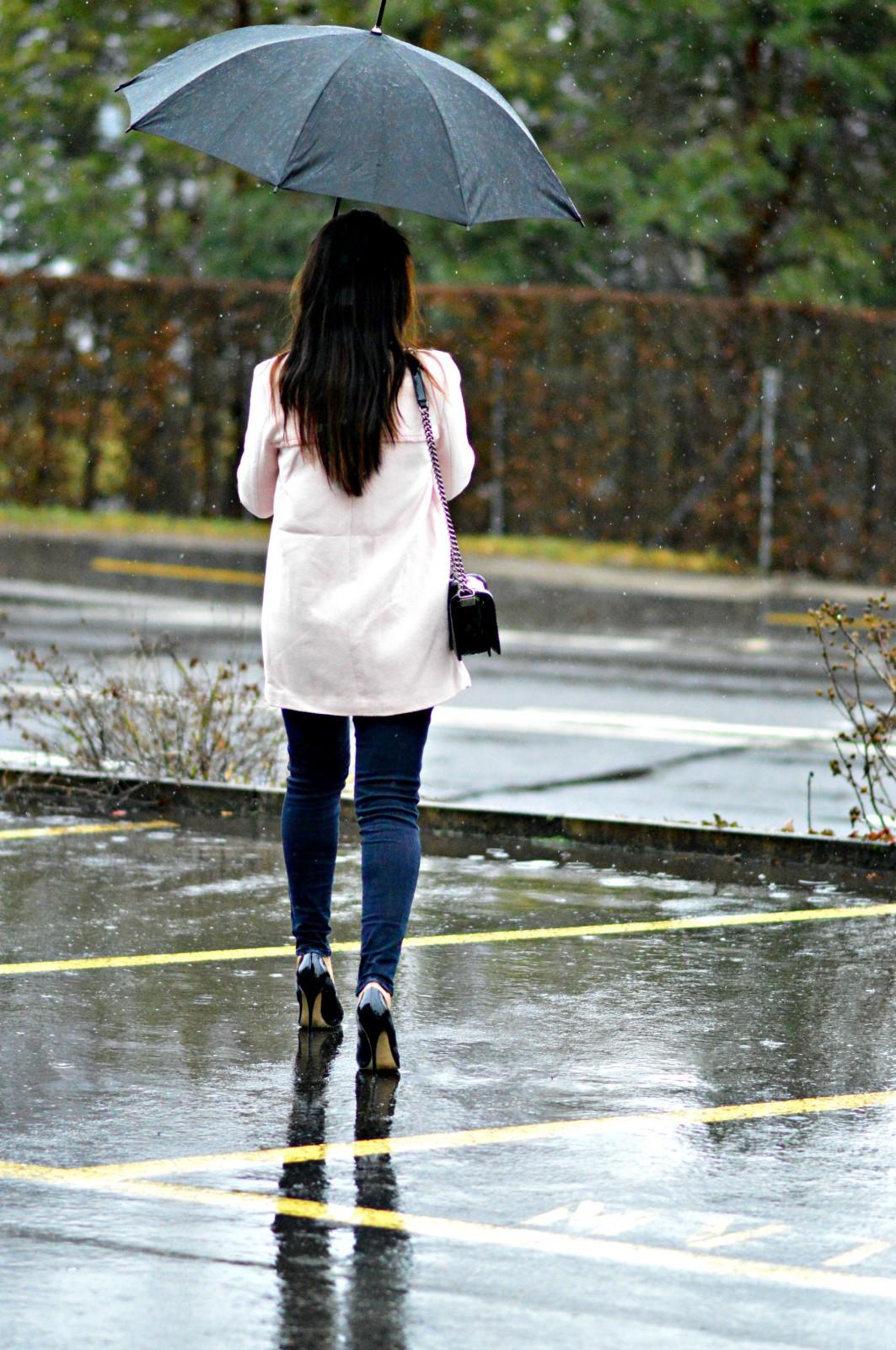 pastel pink coat_black skinny jeans