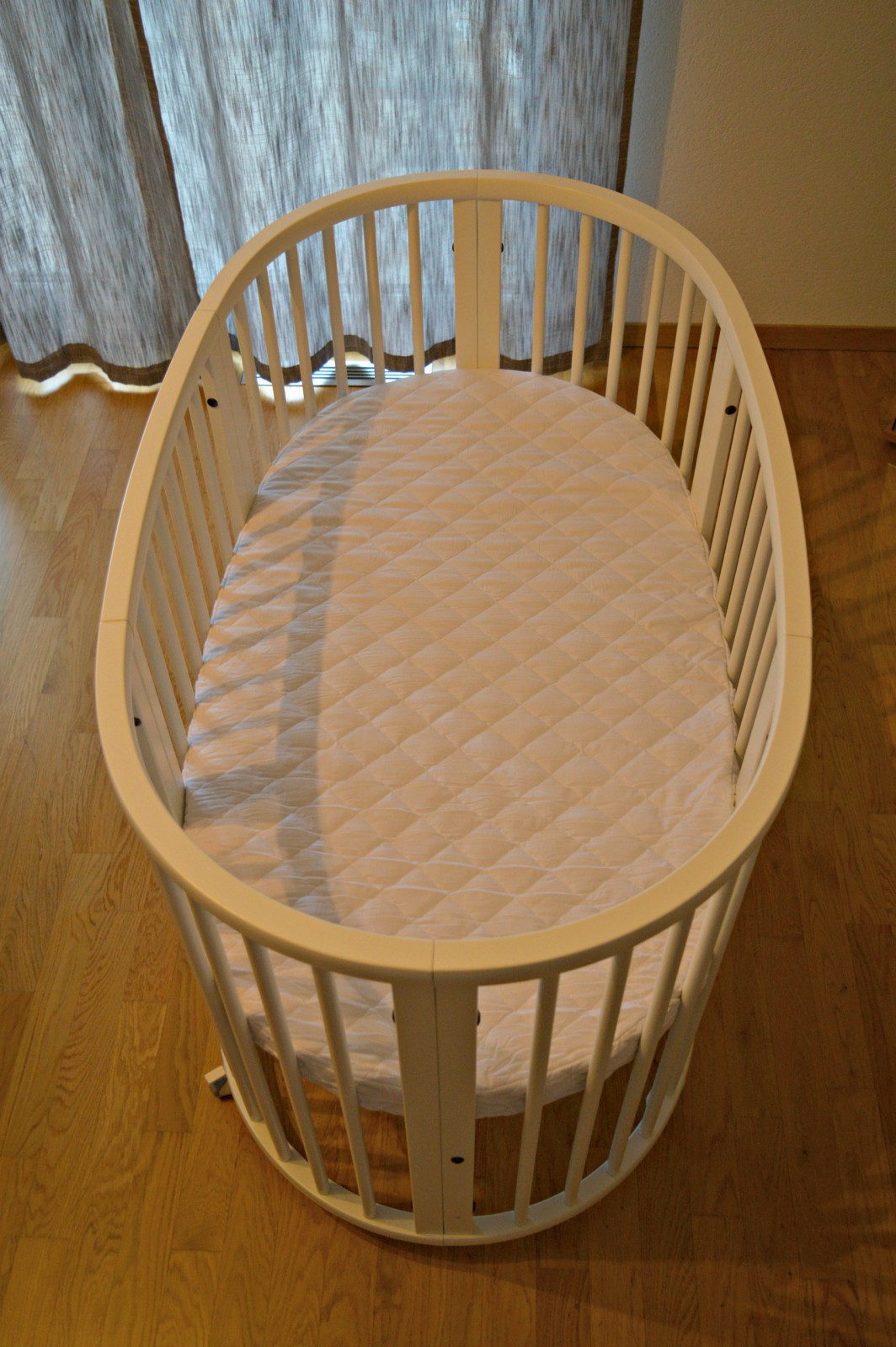 Convertible baby crib /Stokke Sleepi Bed