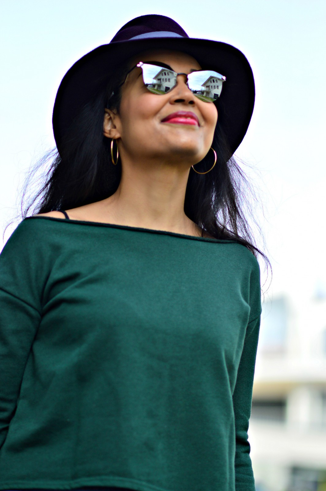Green sweatshirt_dior sunglasses_metallic sunglasses