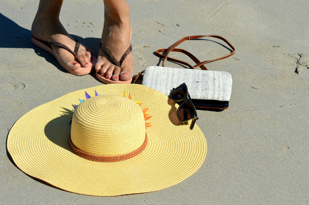 Ipanema Flip Flops/ large straw hat_small handmade clutch