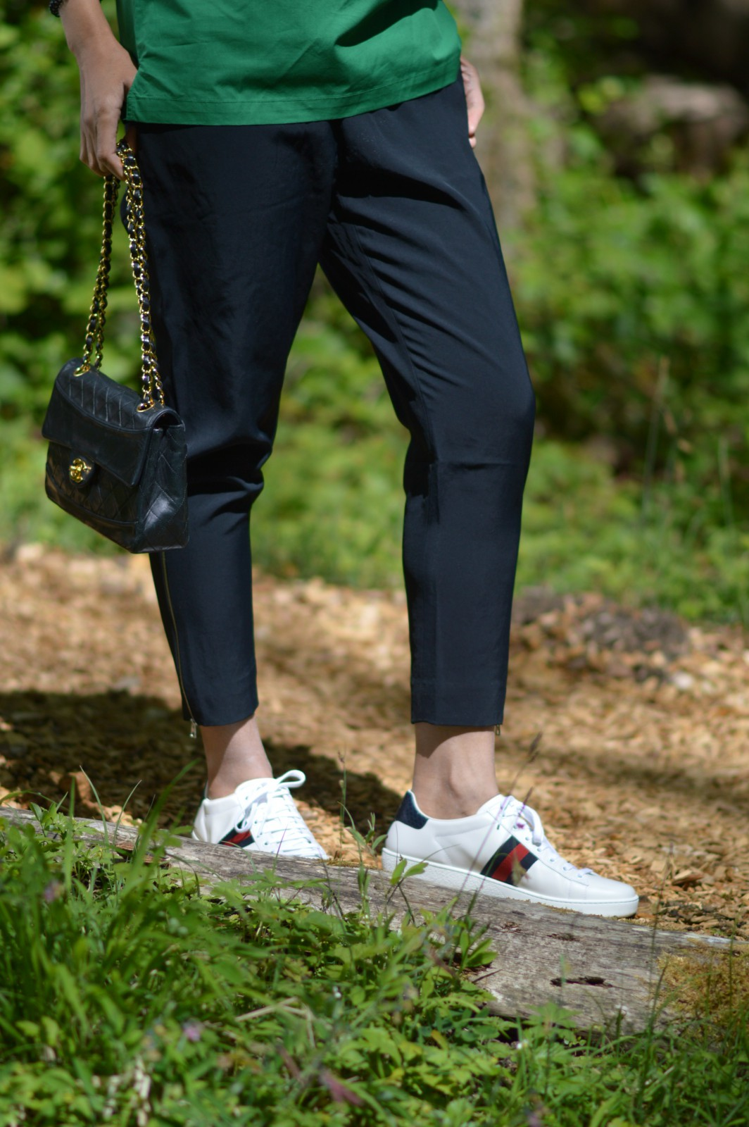 Everlane track pants/currently wearing/chanel bag/blog mode/ gucci sneakers