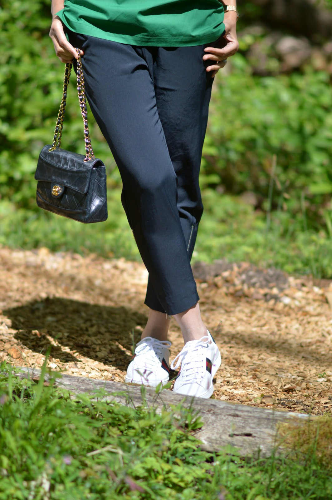 black track pants/currently wearing/chanel bag/blog mode/ gucci sneakers
