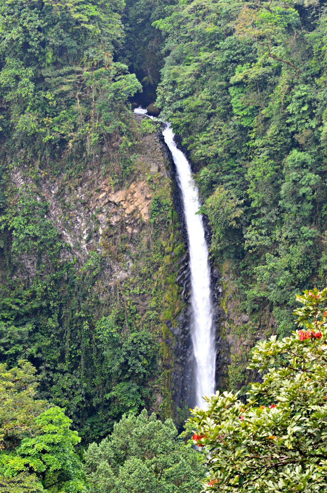 Hiking To La Fortuna Waterfall Currently Wearing Blog