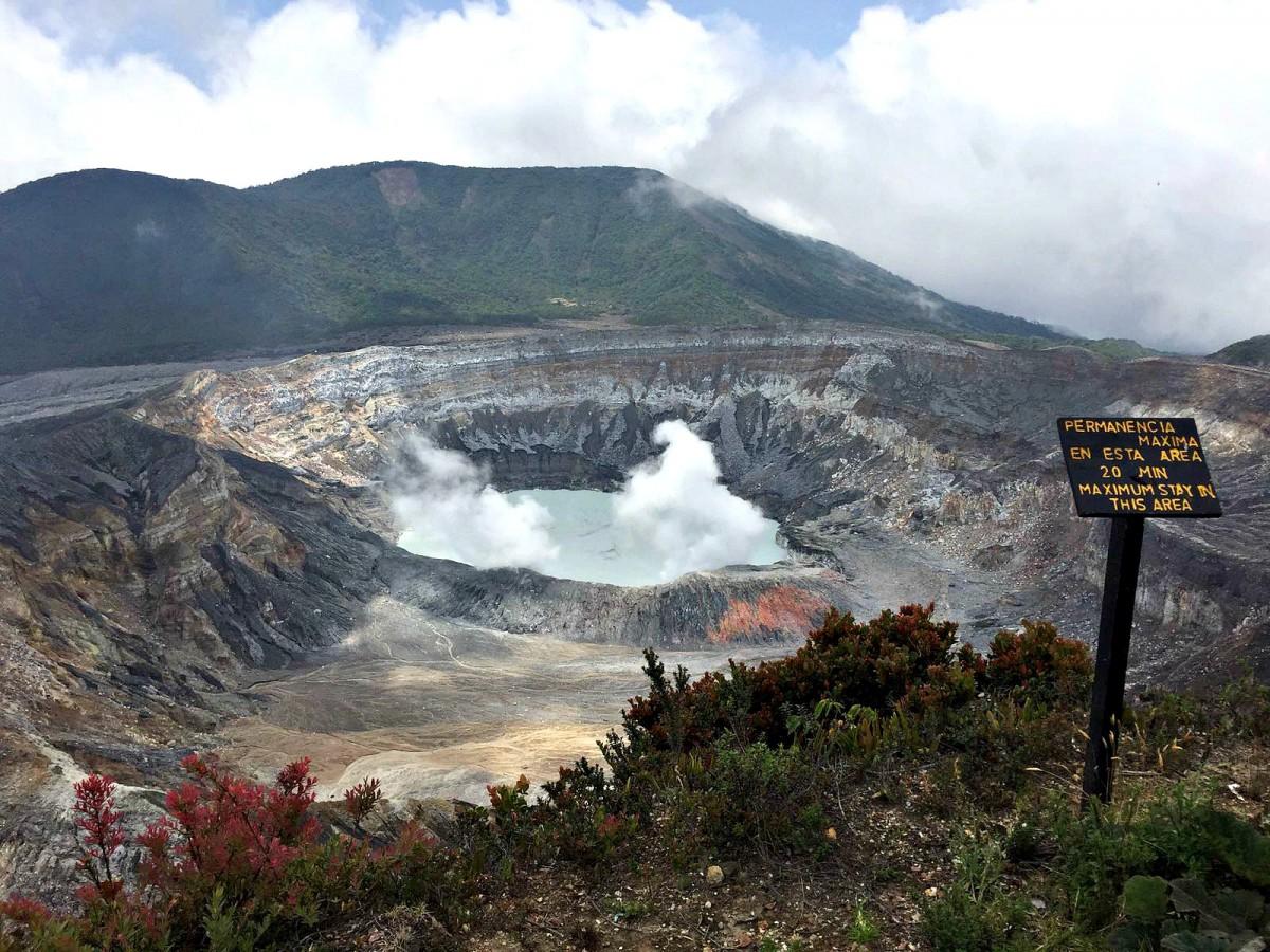 Poás volcano/costa rica national park
