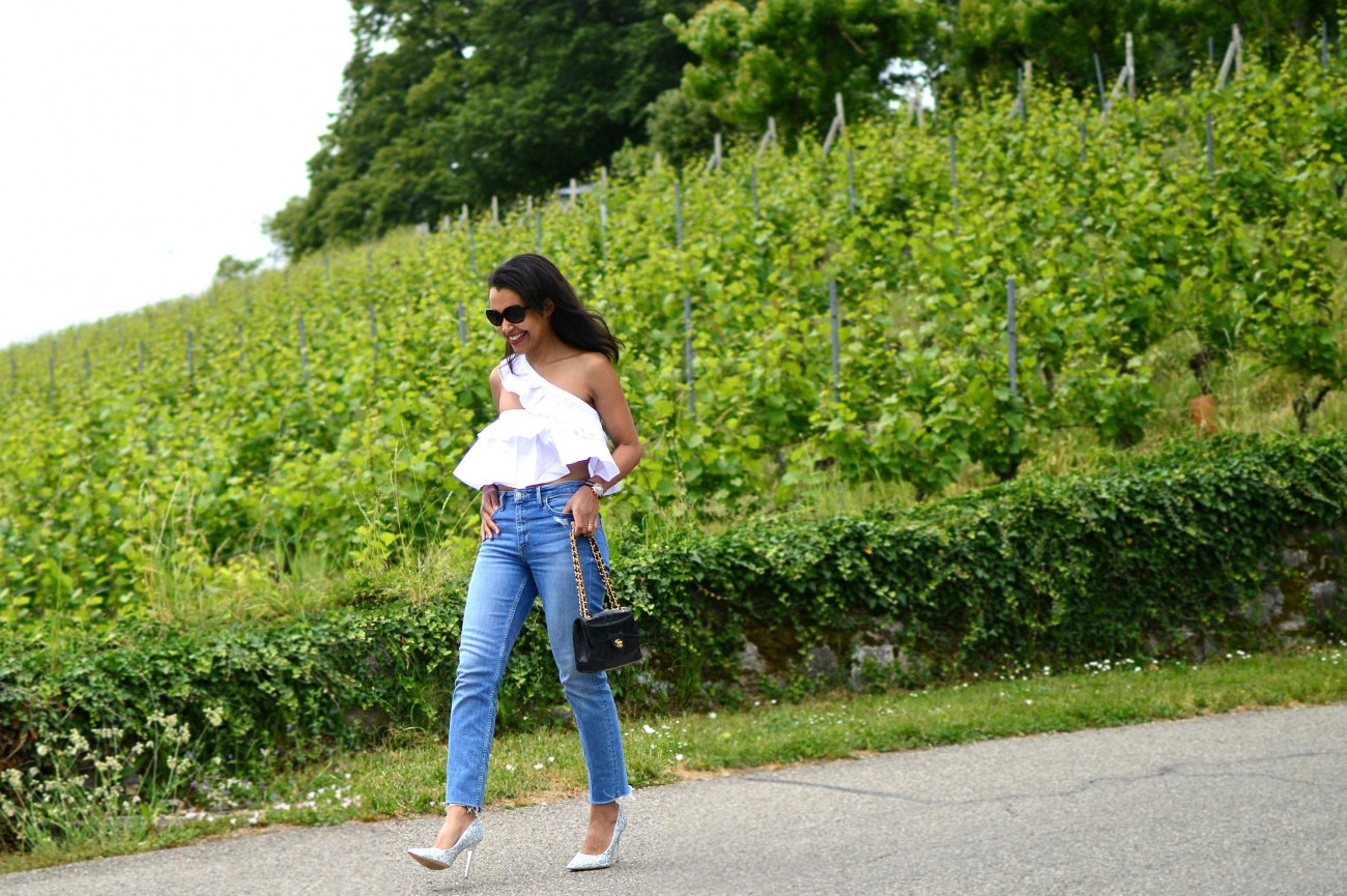 ruffle top/distressed hem jeans/ currently wearing/swiss blog