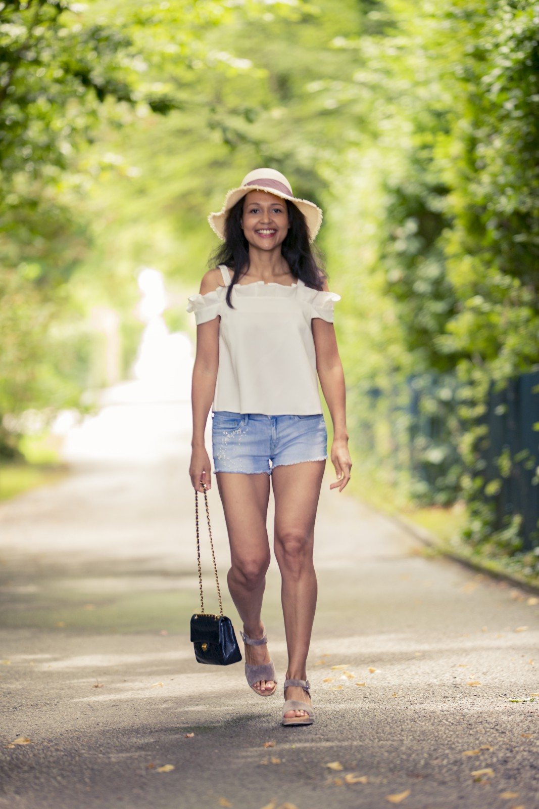 denim cut off shorts/ swiss blog / blog suisse/ currently wearing