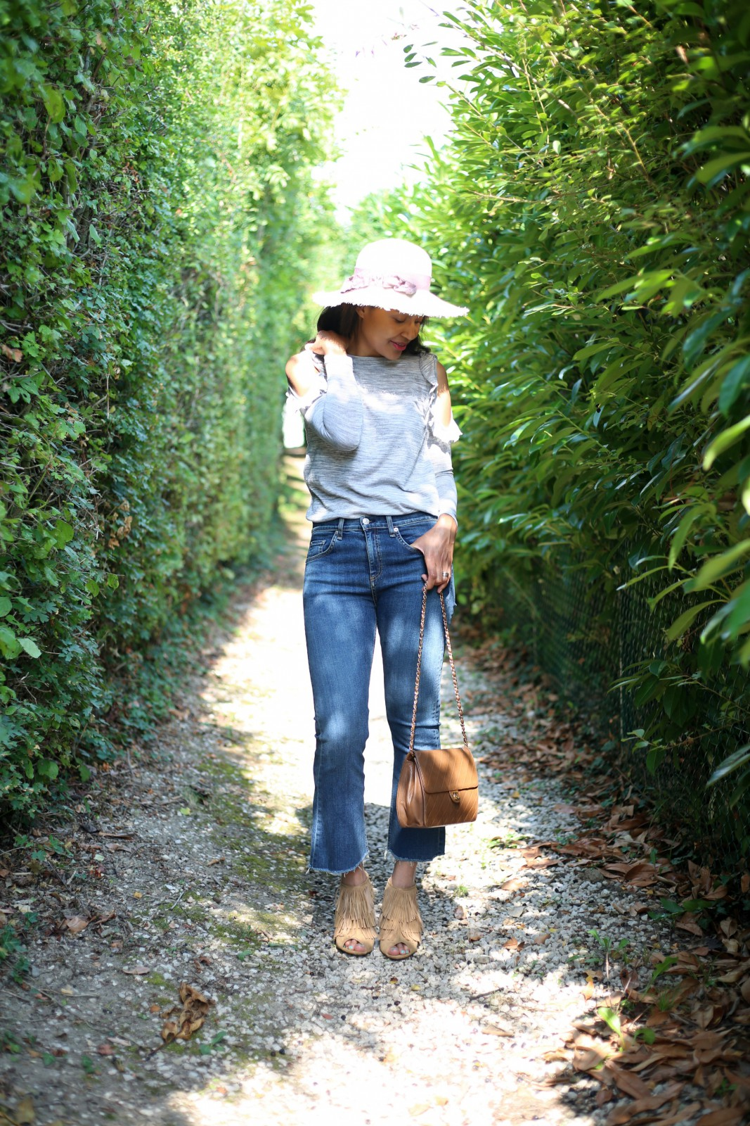 Cropped jeans _flare jeans/distressed hem jeans