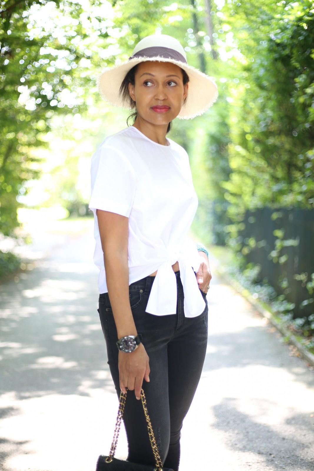 Chanel black bag_Swiss fashion blog/Black skinny jeans