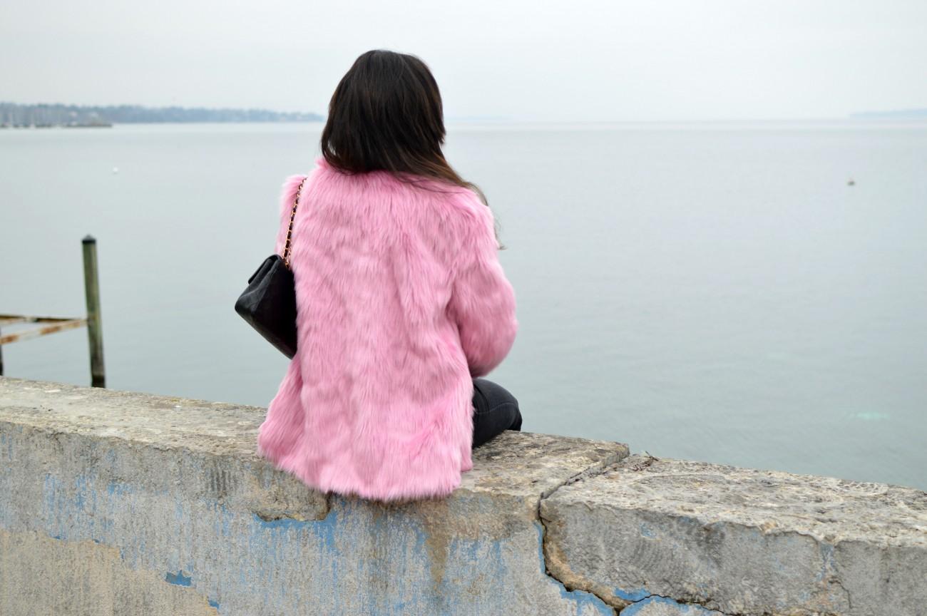 pink faux fur jacket/ swiss fashion blog/currently wearing
