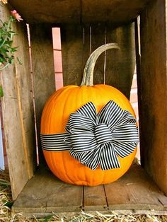 halloween-pumkin-decor_carve-pumpkin_currently-wearing_swiss-blog
